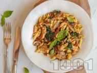 Рецепта Пене паста с пилешко, гъби, спанак, сушени домати и сметана